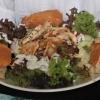 Salat und Hähnchenbrust