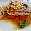 Seehechtfilet mit Mandeln, Petersilie und Zitrone gebraten, auf toskanischem Gemüse, Gremolata und Waldpilzrisotto