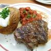 Huftsteak mit Chilibohnen-Gemüse und Baked Potato mit Sour Cream für 9, 10.-