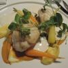 Seeteufelfilet mit Safran-Wurzelpetersilie, Hummersauce und Gartenkarotten