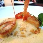 Foto zu Gaststätte Zur Krone: Sie werden mit Seeigelrisotto und Curry-Sabayon verfeinert