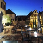 Foto zu Gaststätte Zur Krone: Abendstimmung im Biergarten 2
