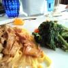 Kalbfleischstückchen in Sherry-Sauce und Gemüse