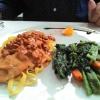 Kalbsschnitzel mit Pfifferlingen, Gemüse und Nudeln