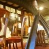 Blick von der untersten Restaurantebene durchs Mühlrad