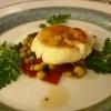 Ziegenfrischkäse mit Orangenblüten-Honig überbacken dazu Giersch-Mais-Paprika - Salat