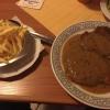 Pfefferrahmschnitzel  mit Pommes und Salat (12,00 €).
