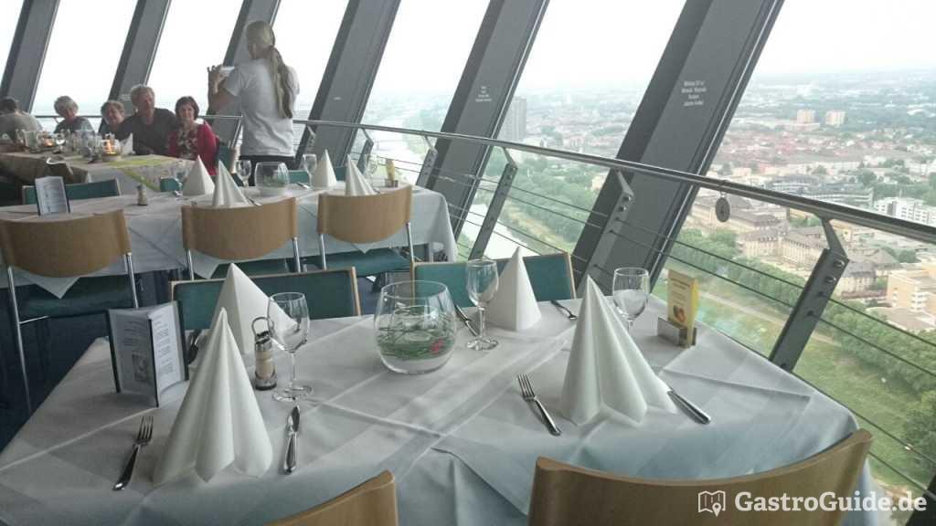 drehrestaurant skyline im fermeldeturm restaurant vegetarisches restaurant ausflugsziel. Black Bedroom Furniture Sets. Home Design Ideas