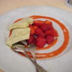 Foto zu Hotel-Gasthof Zur Kapelle: Spargelparfait mit Erdbeeren