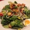 Feldsalat mit Kracherle und ausgelassenem Speck, Kirschtomaten und Wachtelei