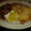 Steak vom weißen Heilbutt mit Kräuterbutter, gemischtem Salat und ebenfalls Bratkartoffeln für 19,50 €