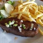 Foto zu Schaab-Louis: 200 gr. Rumpsteak mit Knoblauch - Kräuterbutter und Pommes