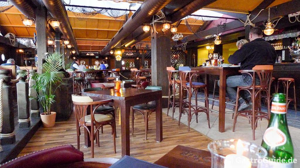 the flying ship restaurant bar erlebnisgastronomie. Black Bedroom Furniture Sets. Home Design Ideas