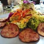 Saumagen-Carpaccio mit Blatt- und Krautsalat