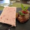 Erdbeer-Parfait und eine Nocke Mousse-au-Chocolat