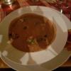 Rote Bohnensuppe mit Wurzelgemüse und mediterranen Kräutern sowie Chorizo-Parmesan-Croustinis für 5,60 €
