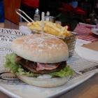 Foto zu Brauerei Gasthaus Lohhof: Herbst Burger