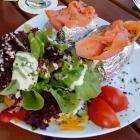 Foto zu Brauerei Gasthaus Lohhof: Ofenkartoffel mit Lachs