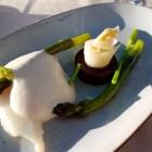 Foto zu Elements · Restaurant: Lauwarmes Heilbuttfilet, grüner Spargel, Kokos-Yuzu-Schaum, Süßkartoffel
