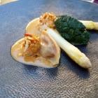 Foto zu Elements · Restaurant: Milchkalbsbries, Spargel, Spinat, Tomaten-Ravioli