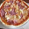 Pizza Hawaii (8,90€) mit Ananas, Schinken und Mozzarellakäse