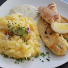 Foto zu Kleine Auster: Backfisch mit Kartoffelsalat zu 10,90€