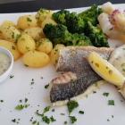 Foto zu Kleine Auster: Doradenfilet mit Kartoffeln und Gemüse zu 18,90 €