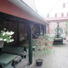 Foto zu Weinstube Mathis: Innenhof (vorderer Teil)
