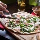 Foto zu Bistro Das Erdgeschoss: Pizza Parmaschinken-Rocula-Parmesan