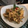 Maultaschen geröstet mit Kartoffel- und Blattsalat ( 9,90 €).