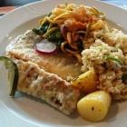 Foto zu food hotel: Saftiges Fischfilet mit Beilagen vom Buffet