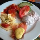 Foto zu food hotel: Frühstück: Käsesalat, Matjes pikant und in Preiselbeersahne, Räucherlachs