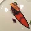 Gewürz-Taubenbrust, Blattspinat, Tomaten & Bacon-Emulsion, Crème fraîche