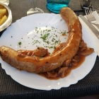 Foto zu Gutsausschank Prodöhl: Bratwurst mit Jägersoße und Pommes