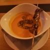 Tomaten-Kokossuppe mit roten Linsen und einem gegrillten Känguru-Saté-Spieß für 5,90€