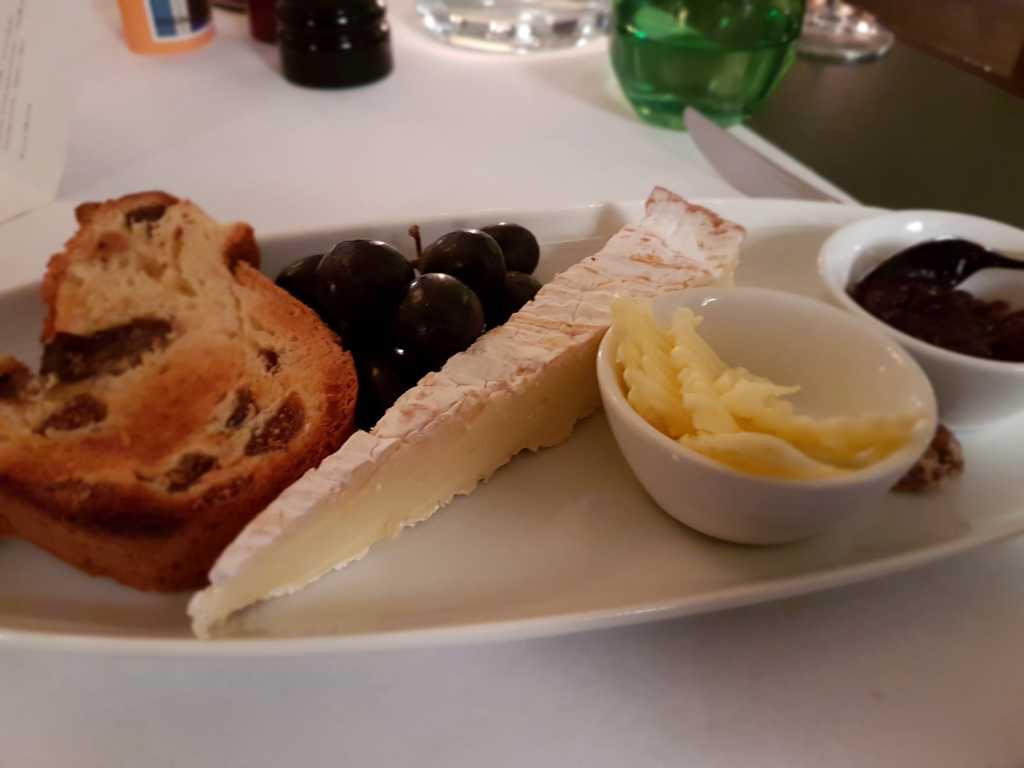 Speisen im kunstwerk tolles ambiente und gastroguide for Bistro interieur no 253 im arp museum