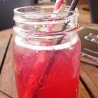 Foto zu Cafe & Bar Celona: Granatapfel-Minz-Eistee