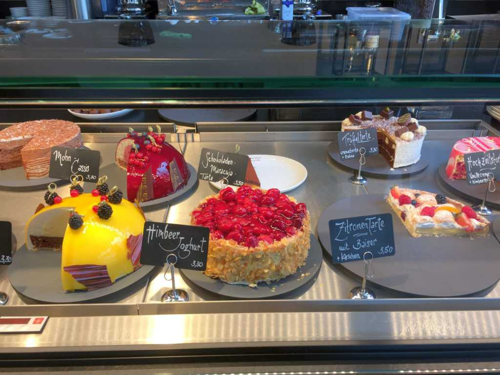 Caf in der chocolaterie patisserie christian bach cafe for Gebrauchte kuchen kassel