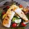 Babycalamari gebraten, auf Salat