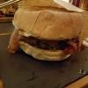 Burger El Gaucho aus 170g Angusrind mit Cheddar, Bacon, Röstzwiebeln und BBQ-Sauce für 13,90 €
