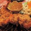 Frittierte Krabben mit Kokosraspeln und süß-saurer Soße