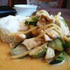 Foto zu Laai Kanok: Grünes Curry mit Huhn