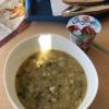 Wirisingsuppe mit Schweinefleisch, dazu 1 Scheibe Brot und Dessert (3,3€).