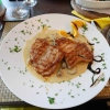 Gegrilltes Schweinefilet mit Champignons und Gorgonzolasoße