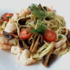 Spaghetti,  Garnelen, Tomaten und Champignons