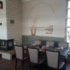 Foto zu Restaurant Corali: Ein Platz am Kamin im Restaurant Corali