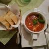 Tomatencremesuppe mit geriebenen Fetakäse und Baguette für 3,50 €