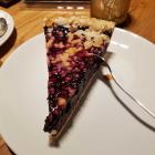 Foto zu Café Kuhn: Beerenkuchen mit Mohn