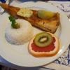 gebratenes Dorschfilet mit Kräuterbutter, Salatbeilage und Basmatireis für 12,50 €