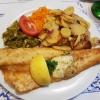 gebratenes Zanderfilet mit Kräuterbutter, Salatbeilage und Bartkartoffeln für 16,50 €